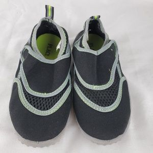 Children's Place Boys Size 11/12 Water Shoes